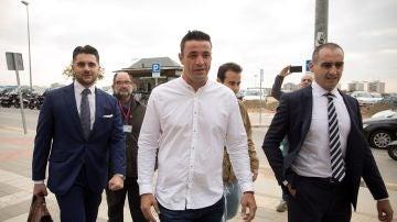 Llegada de David Serrano, y sus abogados Juan Martínez y Antonio Flores, a los juzgados de Málaga