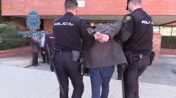 Detenido tras descuartizar a su madre en Madrid