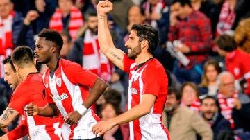 El centrocampista del Athlétic, Raúl García, celebra su gol ante el Eibar