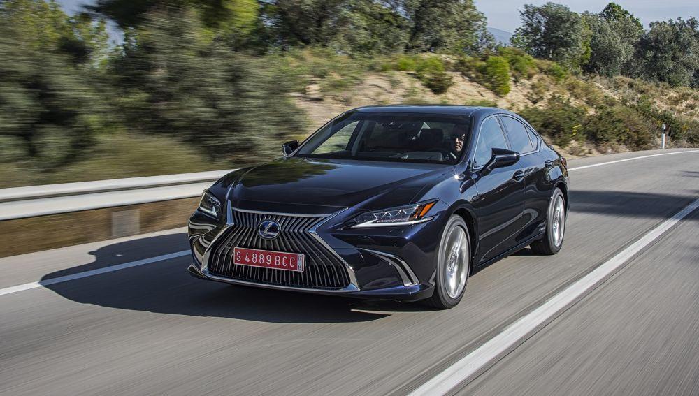 Lexus ES 300h, a prueba: la berlina premium en clave híbrida