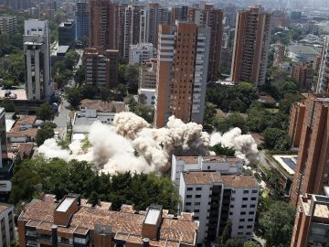 Demolición del 'Edificio Mónaco' en Medellín