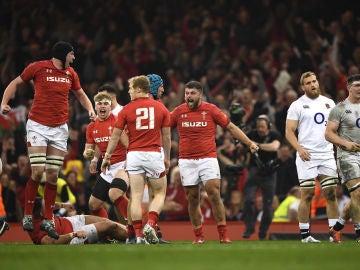 Los jugadores de Gales celebran el triunfo ante Inglaterra