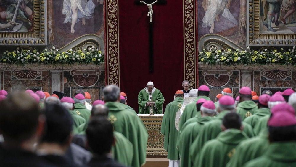 El papa Francico durante la cumbre de la Iglesia