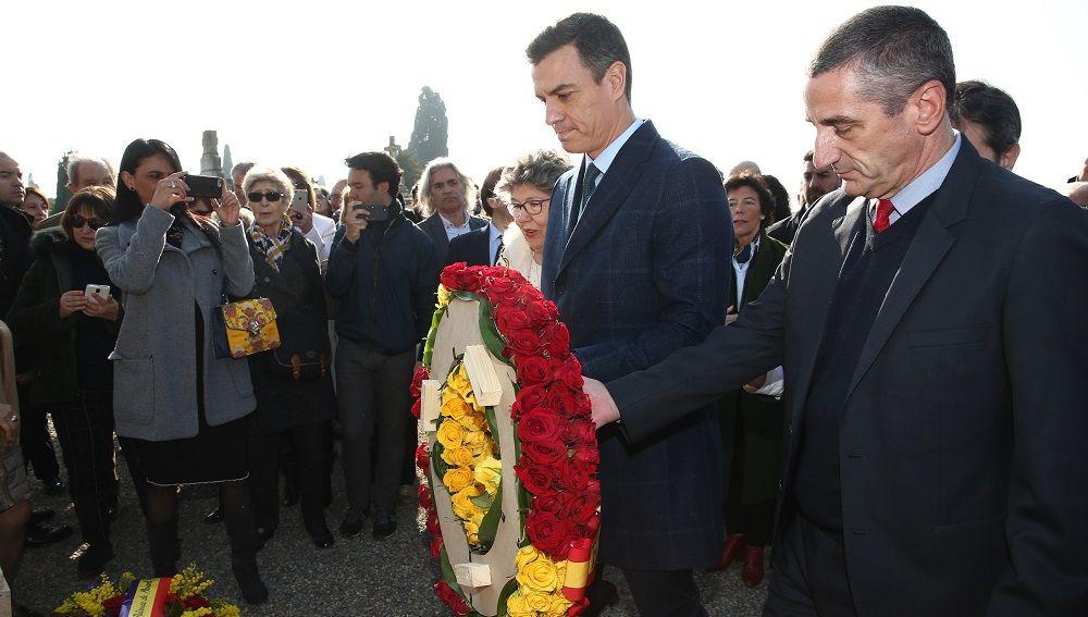 Ofrenda floral de Pedro Sánchez en su visita a la tumba de Manuel Azaña