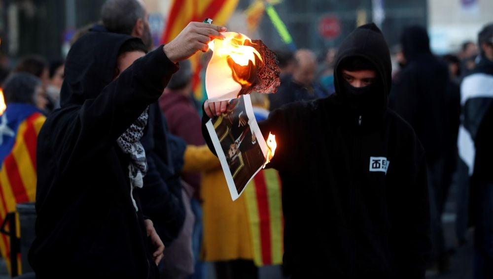 Un momento de la manifestación convocada por los Comités de Defensa de la República en protesta por la visita del rey Felipe VI