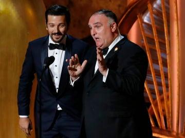 Diego Luna y José Andrés durante la presentación de la película 'Roma' en la gala de los Oscar 2019
