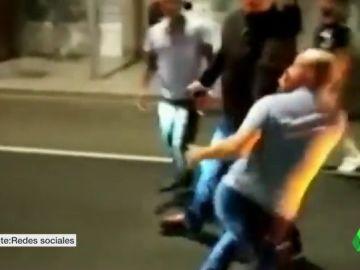 Un taxista echa a golpes a su cliente porque su ahijado puso los pies en el asiento