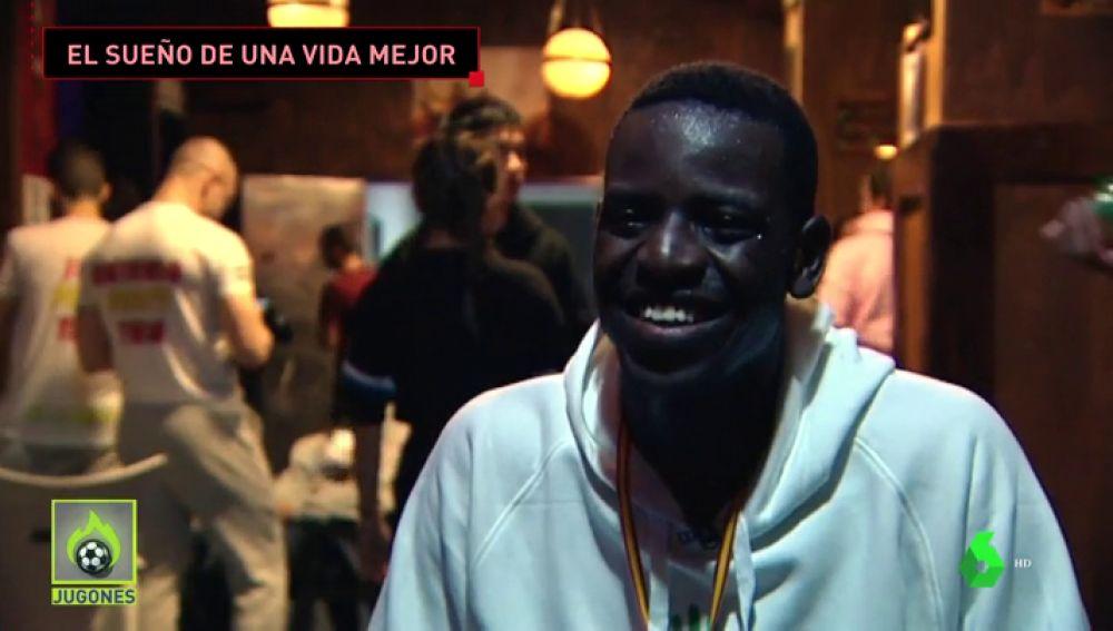Ousmani Traore cumple su sueño tras cruzar el estrecho de Gibraltar en patera a los 14 años
