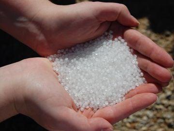 'Nurdles' de plástico, que terminan en ríos y océanos
