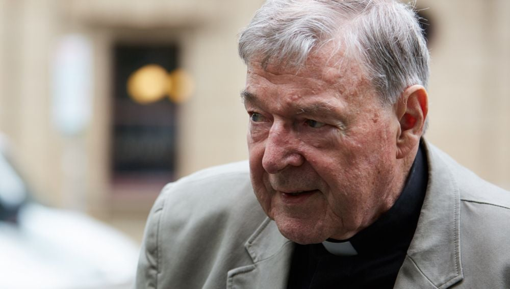 El cardenal australiano George Pell llega a la Corte en Melbourne, Australia.