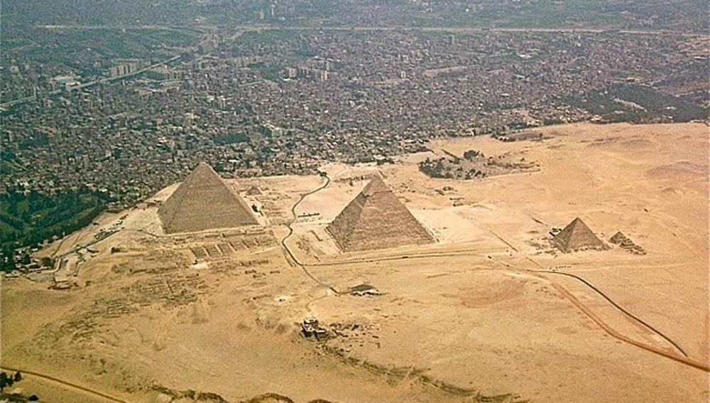 Vista aérea de la Necrópolis de Guiza