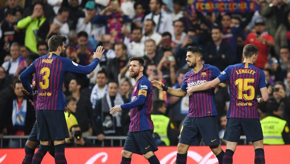 Luis Suárez celebra su gol con el Barcelona