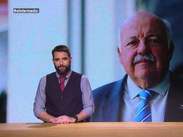 """La insólita rueda de prensa del consejero de Sanidad andaluz: """"No puedo dejar a alguien con una cataratas pegando trompazos contra la pared"""""""