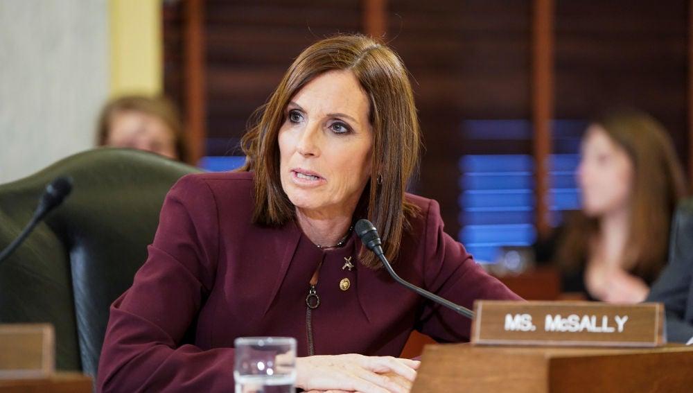 Senadora republicana revela que fue violada en el Ejército