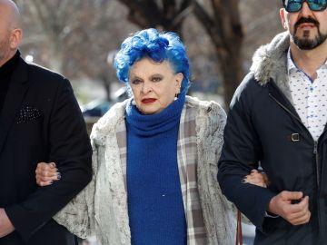 Imagen de Lucía Bosé llegando al juzgado