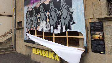 El mural de Olot parcialmente destrozado