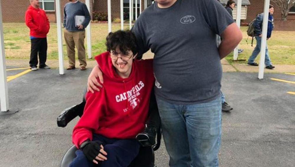 Brandon Qualls junto a Tanner Wilson