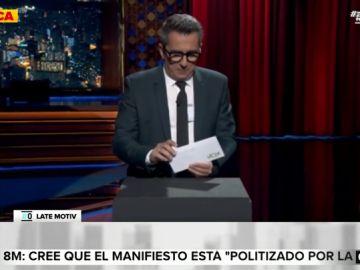"""El 'zasca' de Buenafuente a Vox tras recibir el sobre con su propananda electoral: """"No hay programa, como en el propio partido"""""""