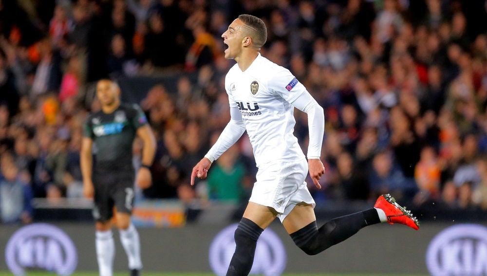 Rodrigo celebra uno de sus goles contra el Krasnodar
