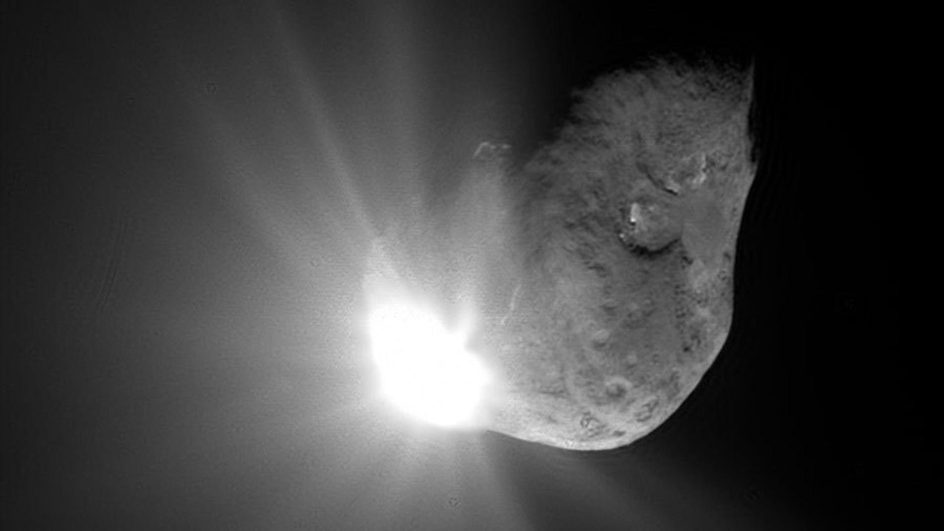 Imagen de la misión Deep Impact de la NASA colisionando con un cometa en 2005