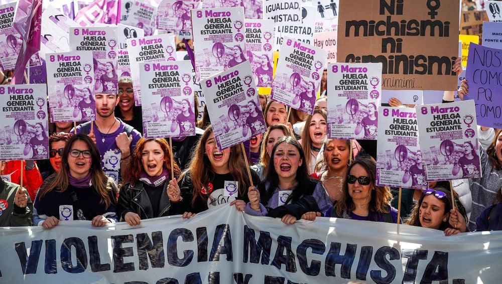 laSexta Noticias 20:00 (08-03-19) Seguimiento masivo de la huelga feminista del 8M en las calles de España para reivindicar la igualdad