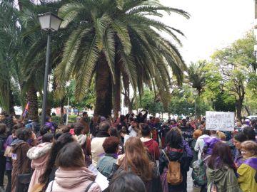 Manifestación a las puertas de los juzgados de Sevilla en el 8M