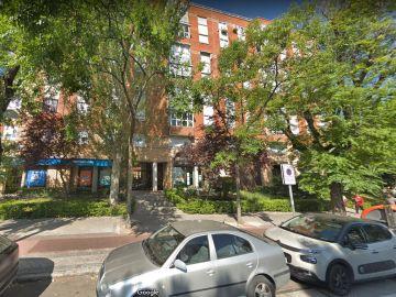 Vista del número 58 de la Avenida de la Institución Libre de Enseñanza, en Madrid, donde se ha cometido el asesinato