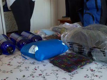 Esta es la mochila (con bufanda y linterna incluidas) que los testigos de Jehová preparan para el fin del mundo