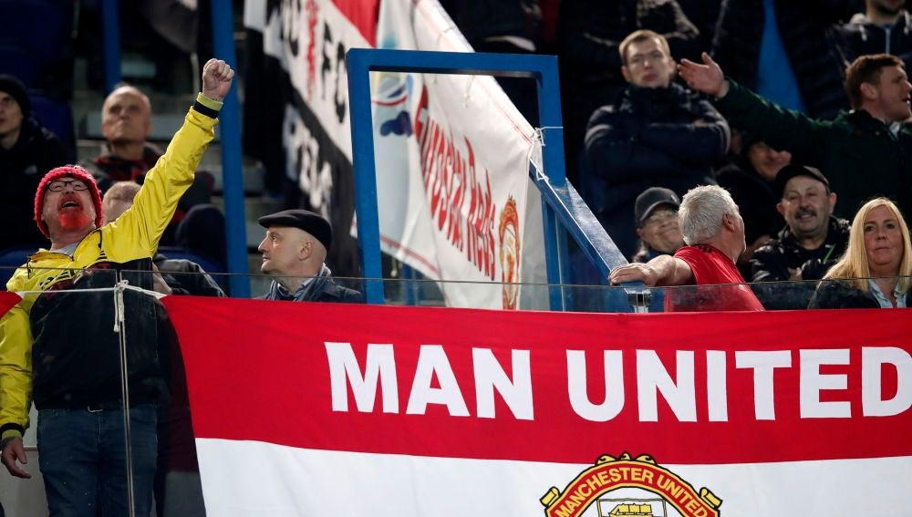 Aficionados del Manchester United en el Parque de los Príncipes de París