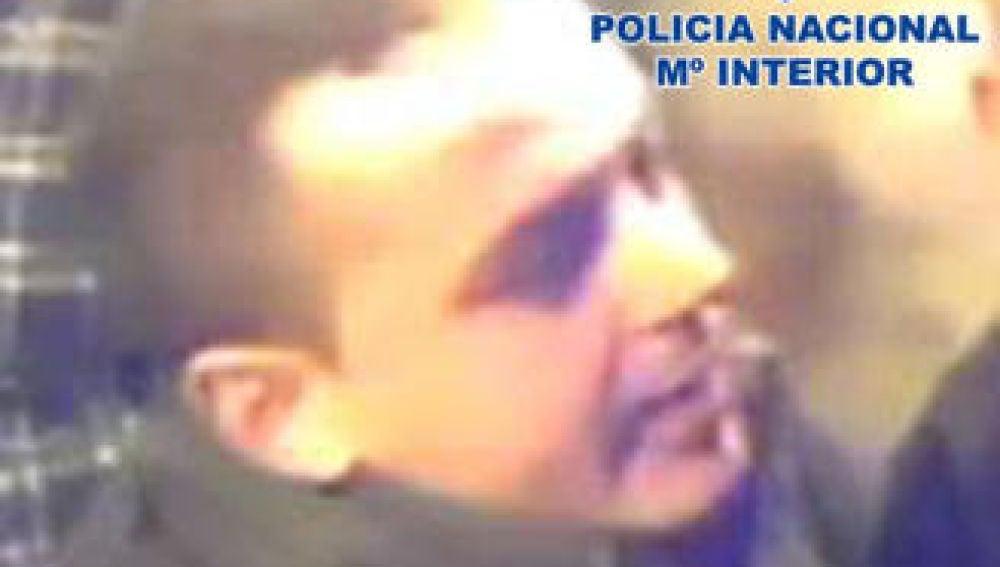 Hombre buscado por la Policía Nacional