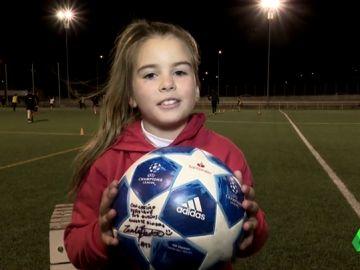 """Mahia Macías, la niña de 7 años que capitanea un equipo de chicos: """"¡Se puede!"""""""