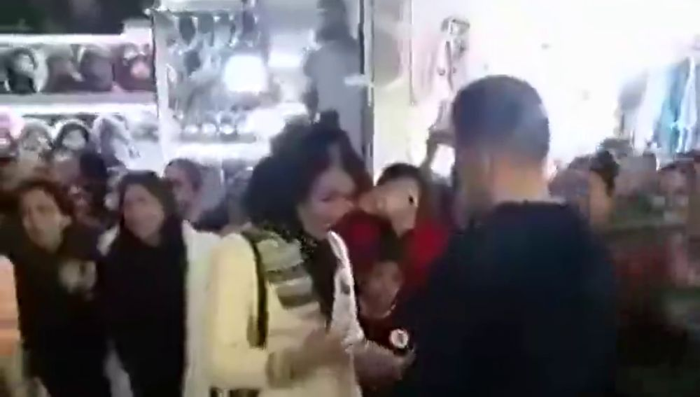 Imagen de la pareja detenida en Irán por comprometerse en público