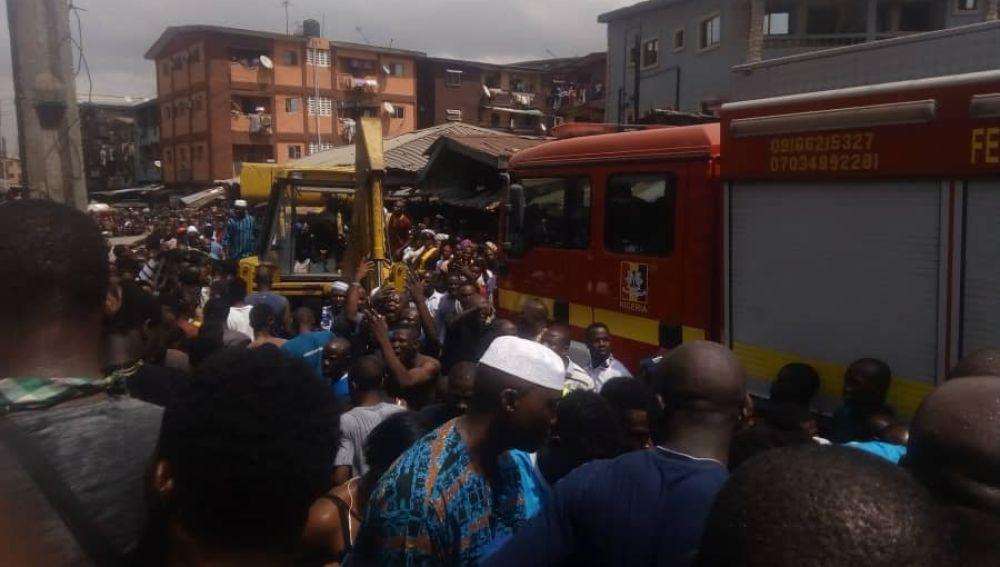 Operación de rescate tras el derrumbe de una escuela en Nigeria