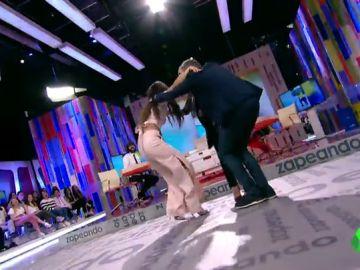 Cristina Pedroche, Chenoa y Frank Blanco intentan el baile del momento