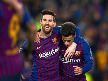Leo Messi y Coutinho celebran un gol ante el Lyon