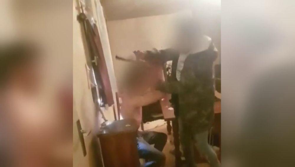 El macabro vídeo de la tortura y asesinato a cuchilladas a un joven en Lyon