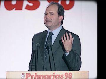 De sus primeras primarias a la condena por financiar un secuestro con fondos públicos: así vivió el PSOE el año 1998