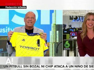 "Alfonso Arús muestra el regalo del Cádiz CF: ""Ya tengo la camiseta personalizada"""