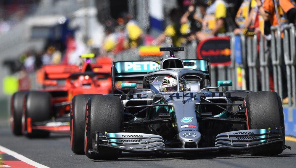 Lewis Hamilton sale al circuito de Albert Park
