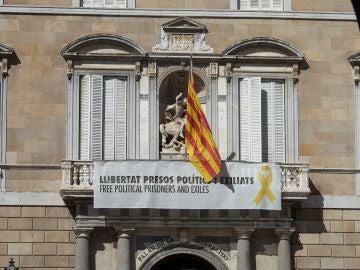 Edificios públicos de la Generalitat siguen manteniendo lazos amarillos
