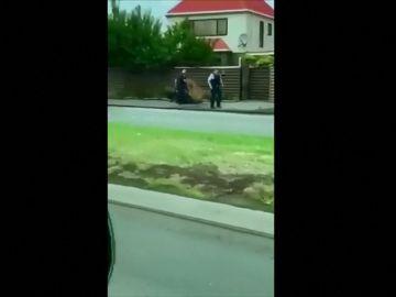 Así ha sido el momento de la detención de uno de los autores de la matanza en Nueva Zelanda