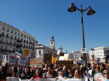 Estudiantes exigen medidas contra el cambio climático en la Puerta del Sol