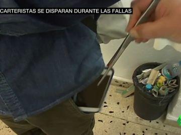 Valencia se blinda ante los carteristas en Fallas: estos son los métodos que utilizan en las aglomeriaciones