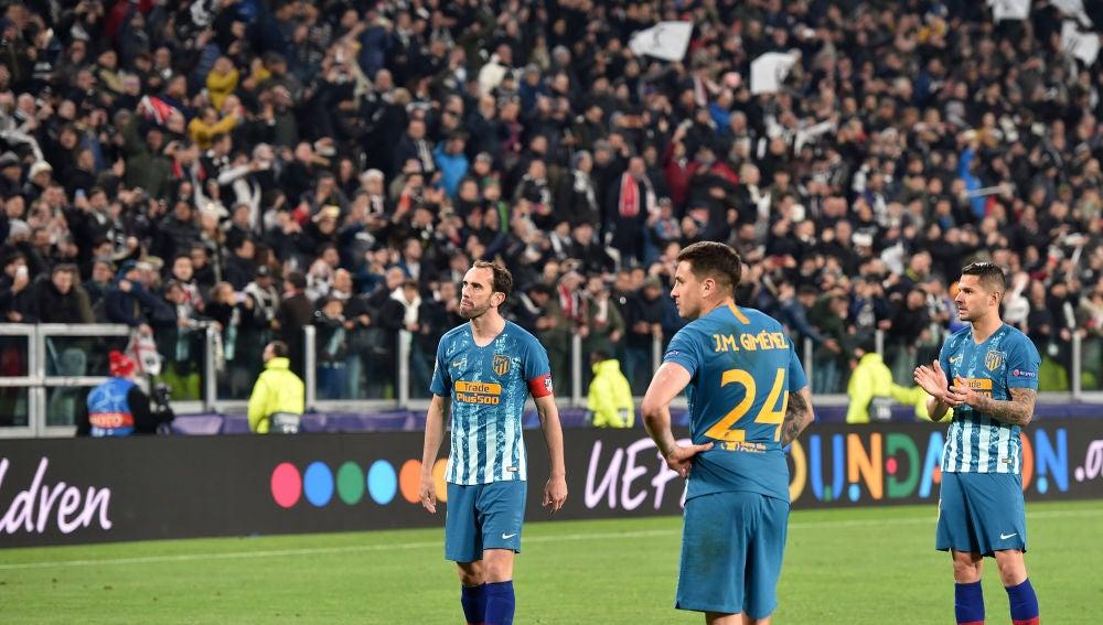 Los jugadores del Atlético hundidos tras la eliminación