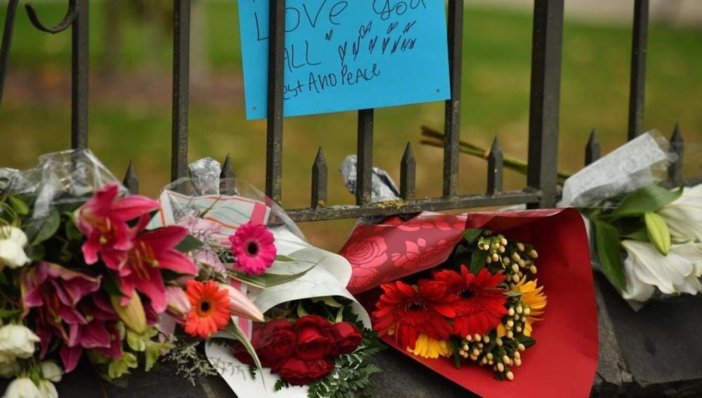 Flores en recuerdo a las víctimas de la matanza de Nueva Zelanda