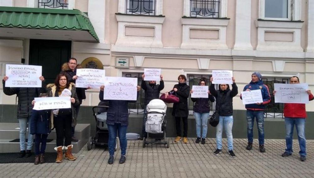 Familias protestando en Ucrania