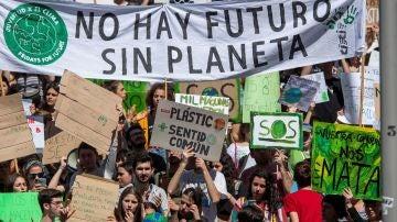 """Los estudiantes piden a los políticos que """"rescaten"""" el planeta"""