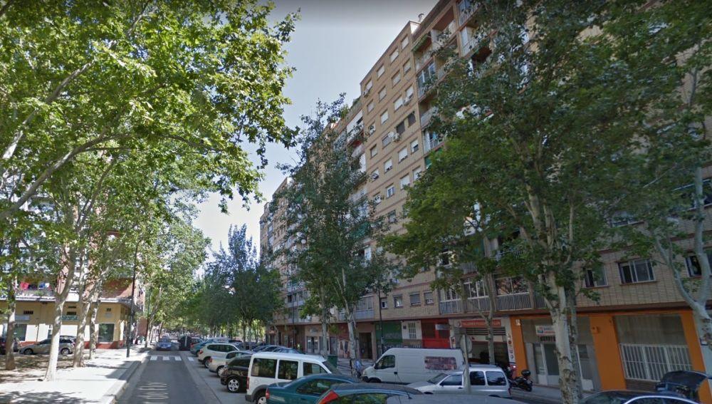 Imagen del edificio en el que una bebé cayó de un quinto piso