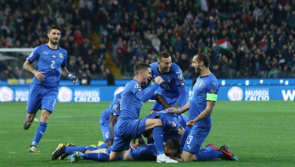 Italia celebra un gol