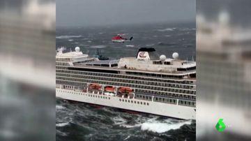 Imagen del crucero evacuado por problemas en el motor en Noruega
